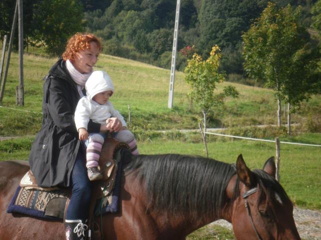 z mamą można nawet na koniu pojeździć :-)