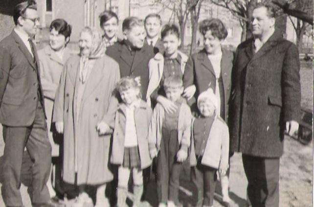 rodzina u pradziadków w Koźmińcu _ rok 1970