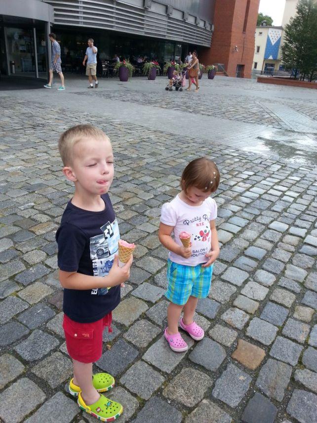 dzieci i lody