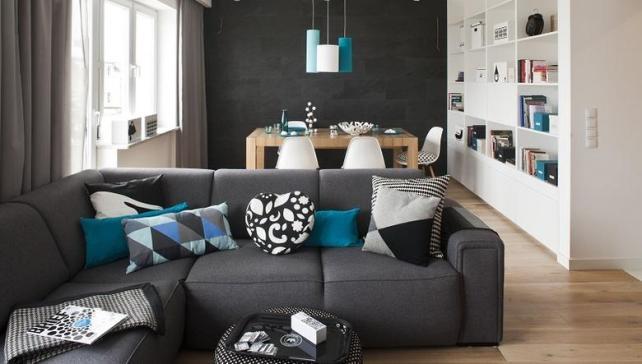 szara-sofa-w-nowoczesnym-salonie_2324999